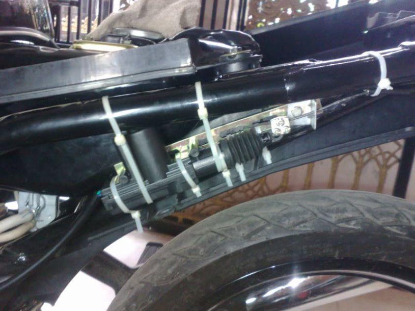 Chuột cửa ô tô mở yên xe máy tự động