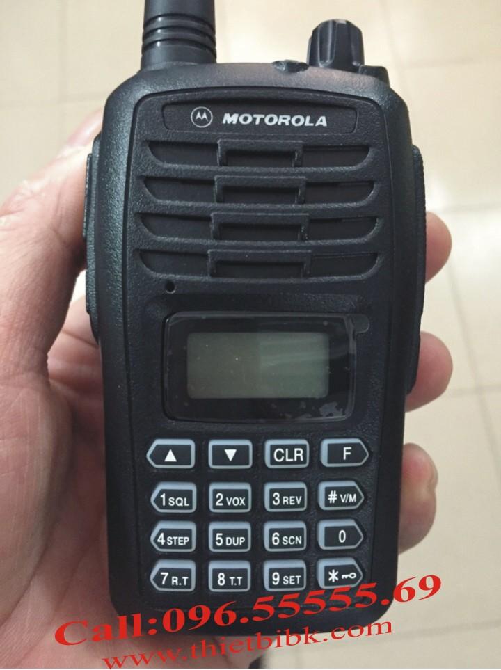 Máy bộ đàm Motorola SMP-818 8W dùng cho các khu công nghiệp
