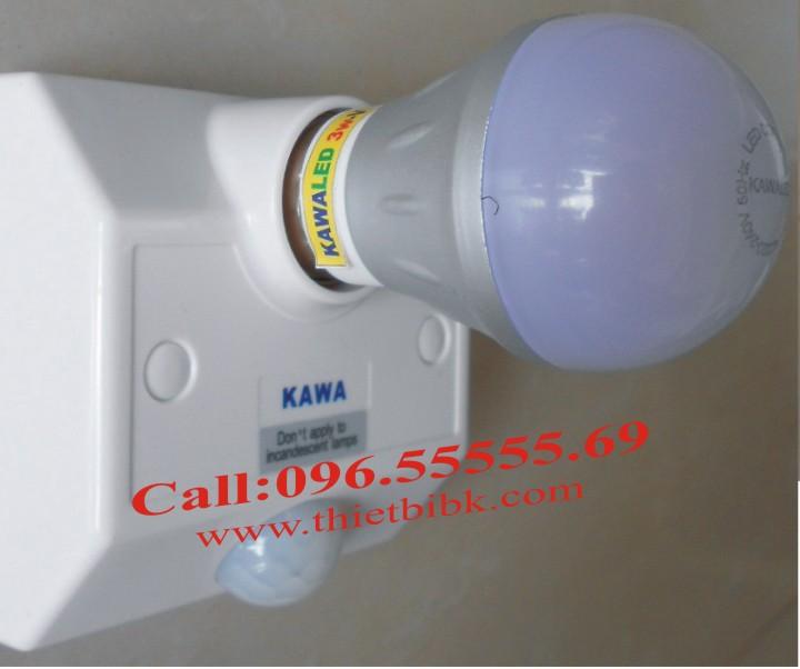 Đui đèn cảm ứng gắn tường Kawa SS68B lắp bóng đèn đui soáy E27