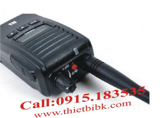 Bộ đàm chống nước TTI TX-130U- Kích thước vừa tay, núm vặn chắc chắn